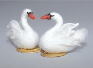 Белые лебеди. Размер - 14 х 6 см.