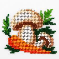 Морковь и грибы. Размер - 11 х 11 см.