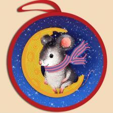 Маричка | Ёлочная игрушка.Мышка на луне. Размер - 14 х 14 см