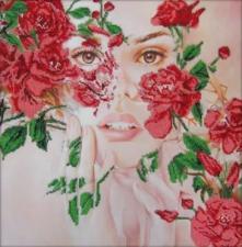 Астрея Арт | Сквозь нежность цветов. Размер - 40 х 40 см
