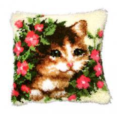 Котёнок в цветах. Размер - 40 х 40 см.