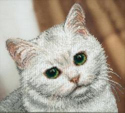 Белый котик. Размер - 26,5 х 23,5 см.