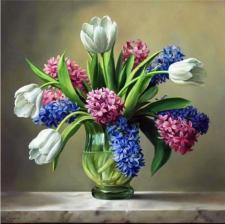 Тюльпаны в вазе. Размер - 60 х 60 см.